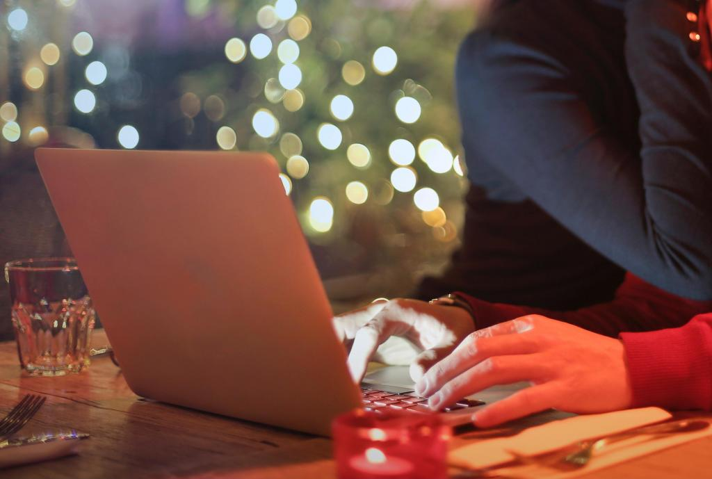 4 Tips for Google Shopping Success During the Holidays